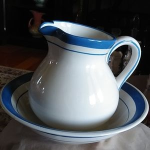 Lovely Home Vintage Look wash basin and pitcher
